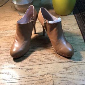 Vince Camuto Shoes - Tan Leather Elvin Booties by Vince Camuto